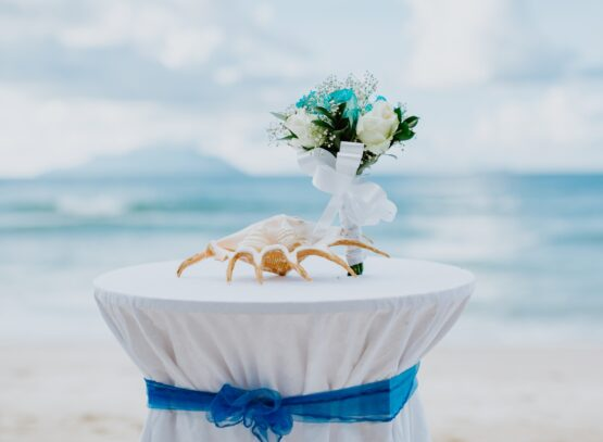 beach wedding table and bouquet